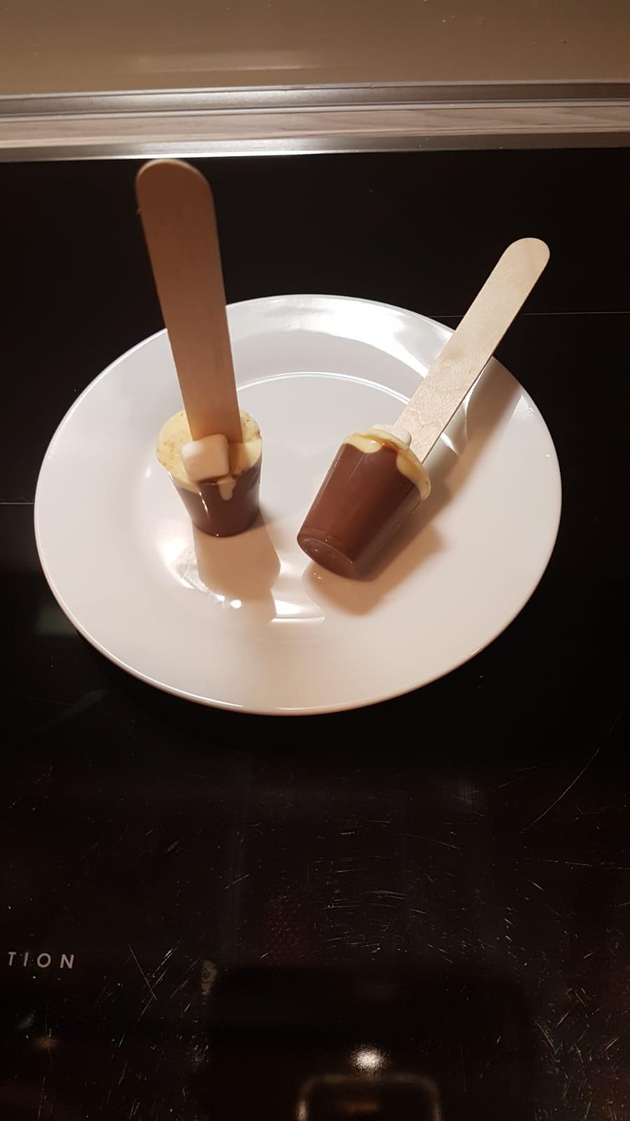 Geschmolzene Schokolade - Deutsches Ferninstitut für Bildung, Pädagogik und Sozialmanagement GmbH